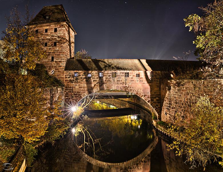 Historisches Gebäude bei Nacht