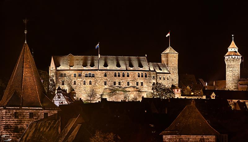 Burg bei Nacht