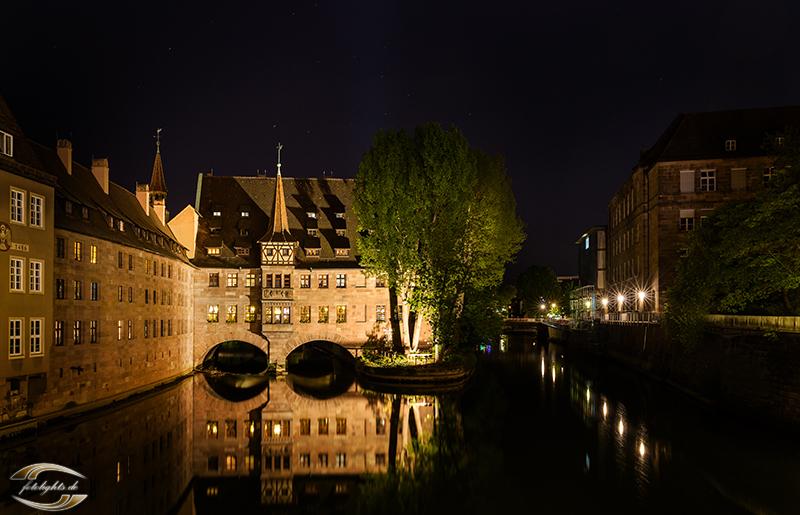 Hl.-Geist-Spital bei Nacht