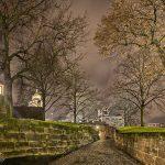 Aufgang zur Burg bei Nacht