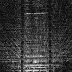 Panorama im Inneren einer Stahlkonstruktion bei Nacht