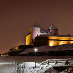 Blick auf die Burg Hämeenlinna bei Nacht