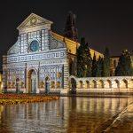 Bild einer Basilica bei mit nassem Boden bei Nacht