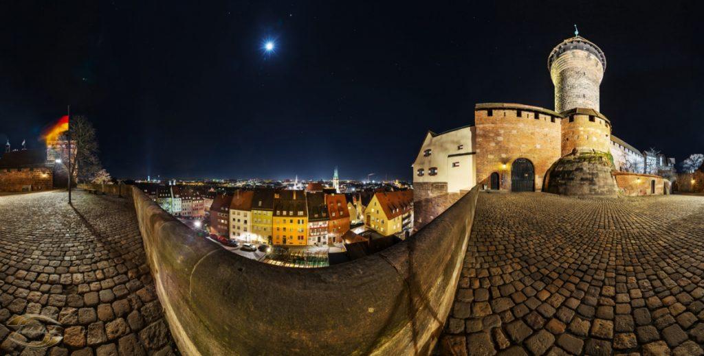 360 Grad Panorama bei Nacht über Nürnberg von der Burgfreiung aus