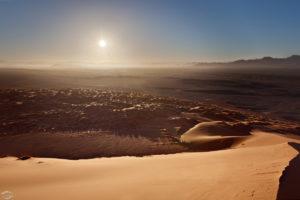 Blick über Sossusvlei bei Sonnenaufgang