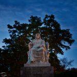 Bild der einer Statue des sitzenden Beethoven