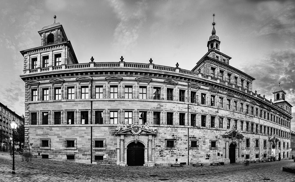 Panorama vom Alten Rathaus in schwarz-weiß
