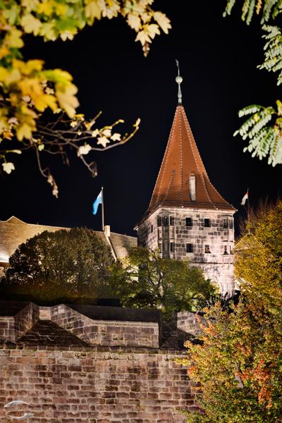 Blick auf den Tiergärtnertorturm bei Nacht