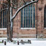 Schnee vor der Lorenzkirche