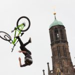 Ein Fahrer beim Red Bull District Ride