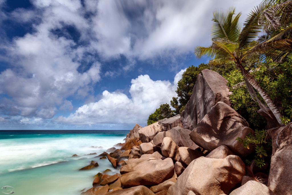Granitfelsen an einem Strand