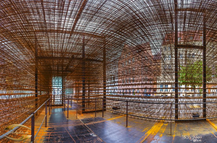 Panorama im Inneren einer Stahlkonstruktion