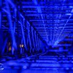 Panorama im Inneren einer Stahlkonstruktion blau beleuchtet